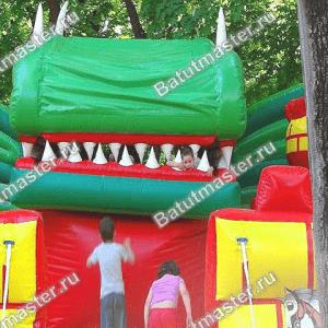 """Механический батут """"Дракон в замке"""" размер 12*6*5.5 м"""